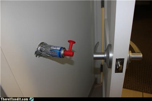 Funny Photo of the day - Worldu0027s Noisiest Door Stop & Funny Photo of the day for Sunday 13 November 2011 from site There ...