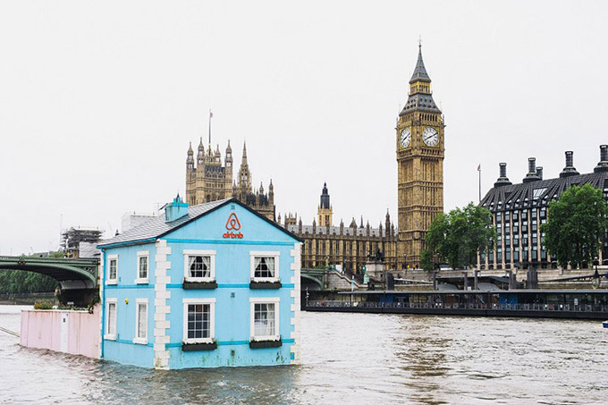 Funny Photo Of The Day   You Can Rent This Complete 2 Bedroom House That  Floats Along The Thames